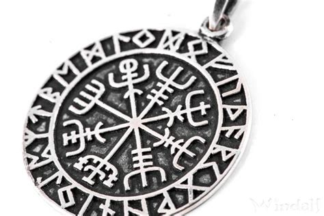 wikinger kompass asatru wikinger anh 228 nger vegvisir 216 2 7 cm kompass