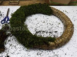 Frühlingsdeko Aus Naturmaterialien Selber Machen : mooskranz als osterdeko basteln und dekorieren ~ Eleganceandgraceweddings.com Haus und Dekorationen