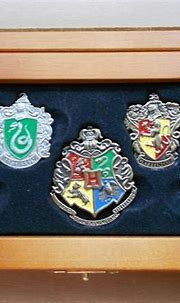 Harry Potter movies The Hogwarts House crest pins The ...