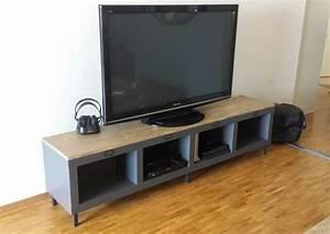 Meuble Tele Bas : un meuble t l industriel avec une tag re expedit kallax ~ Teatrodelosmanantiales.com Idées de Décoration