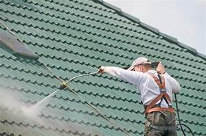 Prix nettoyage toiture : tout sur le cout d'un demoussage