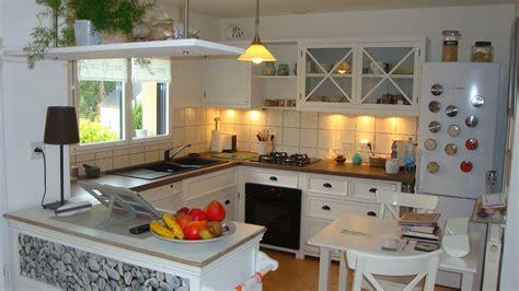 cuisine blanche en bois cuisine blanche plan de travail bois