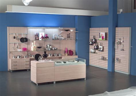 negozio di arredamento arredamento per negozio di articoli da regalo e profumeria