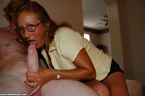 Slutty Mature Lady In Glasses Teaching Her Teen Friend How