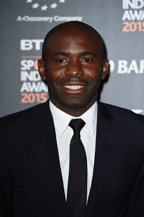 W swoim pierwszym sezonie na emirates stadium zagrał jedynie w dwóch meczach carling cup. Fabrice Muamba - Wikipedia
