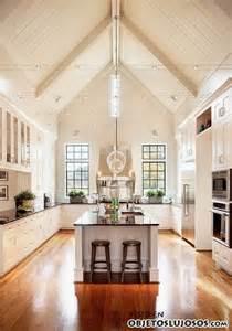 kitchen with vaulted ceilings ideas habitaciones elegantes con altos techos