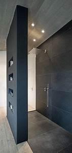 Große Fliesen In Kleinem Bad : wohnhaus stallwang offene dusche bad pinterest wohnhaus badezimmer und b der ~ Bigdaddyawards.com Haus und Dekorationen