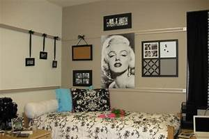 ideas for decorating dorm rooms With dorm room wall decorating ideas