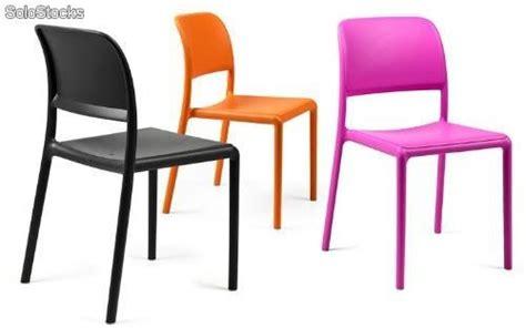 chaise de couleur chaise en résine de couleur riva bistrot