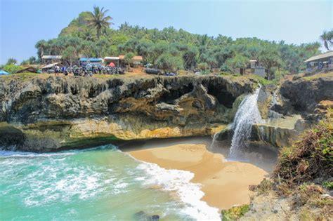 foto pantai banyu tibo pacitan jawa timur wisata air