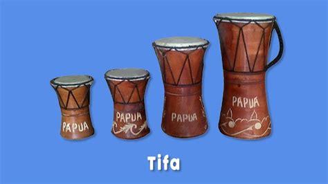 Alat musik tifa dimainkan dimainkan sesuai dengan jenisnya. 7 Alat Musik Tradisional Indonesia yang Terkenal di Dunia
