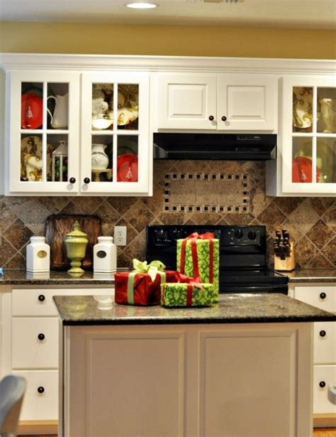 kitchen decorations ideas 40 cozy christmas kitchen d 233 cor ideas digsdigs