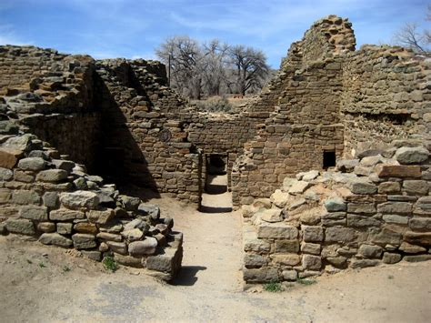 Living Rootless: New Mexico: Aztec Ruins