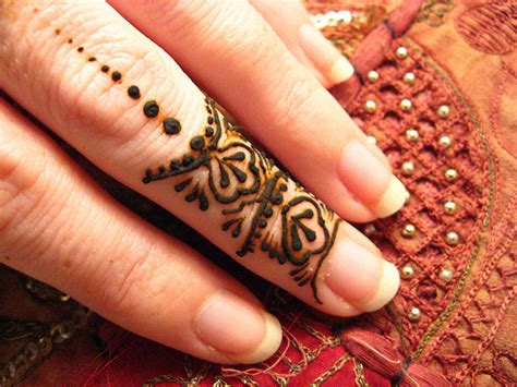 fashion time simple mehndi designs  fingers