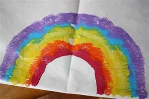 St. Patrick's Day Craft: Rainbow Prints | Alpha Mom