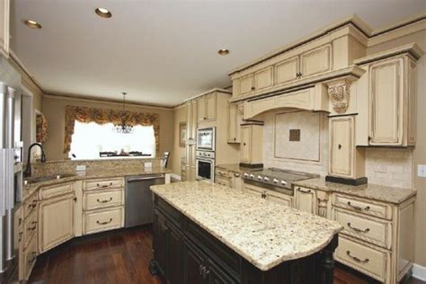 how to paint kitchen cabinets best 25 white glazed cabinets ideas on glazed 8802