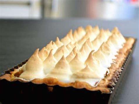 comment cuisiner la rhubarbe recettes de tarte à la rhubarbe de je vais vous cuisiner