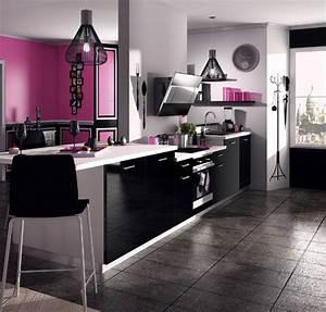 une cuisine noire pour une deco lumineuse travauxcom With idee deco cuisine avec modele devis cuisine