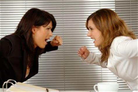 Zickenkrieg am Arbeitsplatz  Erfahren Sie wie man den