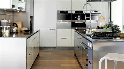 een keuken met semi professionele uitstraling minos wit gelakt