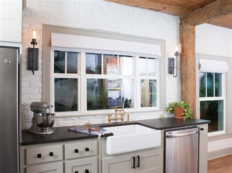 41231 fixer kitchen paint colors the flipper fixer hgtv s fixer with chip and