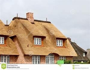 Strohhäuser In Deutschland : haus mit einem strohdach deutschland stockfoto bild von ferien d cher 55918716 ~ Markanthonyermac.com Haus und Dekorationen