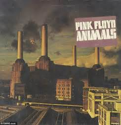 chance   pink floyds inflatable pig  rolling