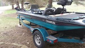 2001 Champion 187 Bass Boat