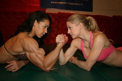 Massive Female Bodybuilder In Unfair Armwrestle By Edinaus On Deviantart