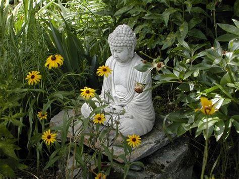 Buddha Zen Garten by Best 25 Buddha Garden Ideas On Buddah Statue