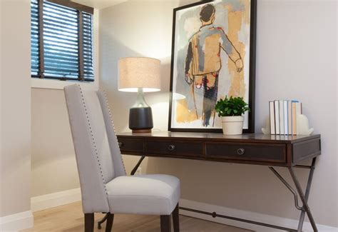 3 Sparkling Apartments That Shine With Wonderful White : Bedroom Office Nook #incomeproperty #hgtv