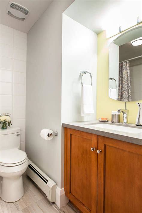 Hgtv Bathrooms Makeovers by 20 Small Bathroom Before And Afters Hgtv