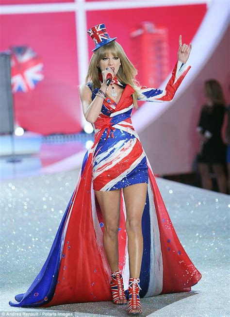 Taylor Swift kicks off Victoria's Secret Fashion Show 2013 ...