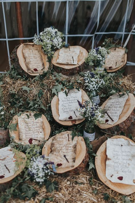 wedding table plan log wood slices rustic parchment