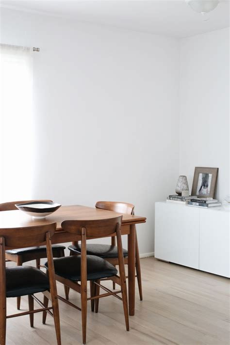 Salle à Manger  Minimalist Neutral Dining Room With Walls