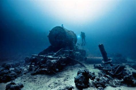 unbelievable  discovered   ocean floor