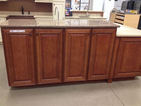 shenandoah kitchen cabinets colors shenandoah cabinets mckinley maple in auburn glaze
