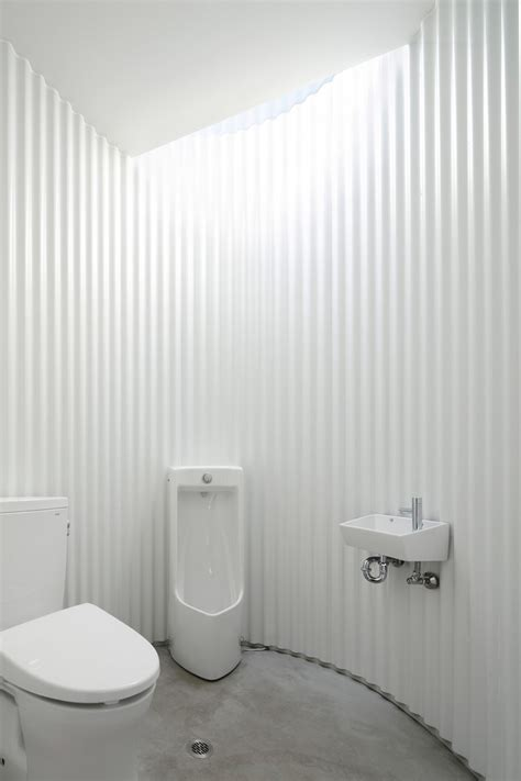 desain toilet umum  unik  inspiratif  berbagai negara