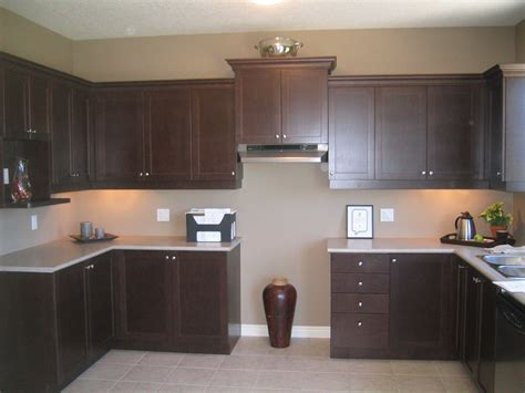 what color to paint kitchen walls with espresso cabinets