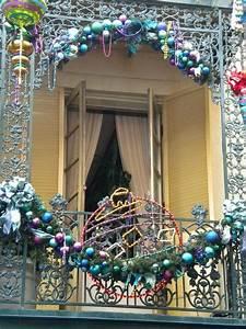 17 Cool Christmas Balcony Décor Ideas
