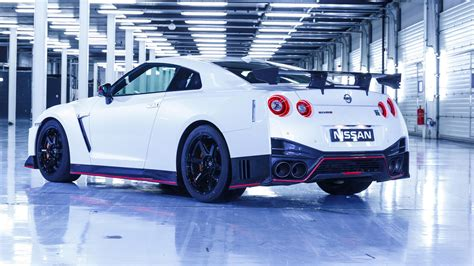 Nissan Car : Nissan Gt-r Nismo (2017) Review