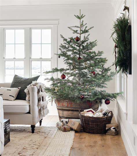farmhouse christmas decor living room tree ideas