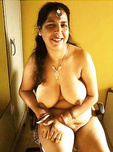 Sexy Meena Open Boobs