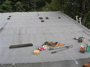 Dachpappe Verlegen Auf Holz : schwei bahn dachpappe selber anbringen ~ Frokenaadalensverden.com Haus und Dekorationen