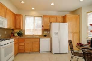 kitchen ideas white appliances kitchens with white appliances and oak cabinets kyprisnews