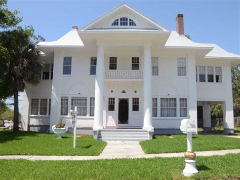 Palm Harbor's Historic 'white House' For Sale