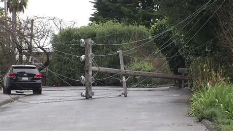 pge crews work  restore power  thousands  bay area