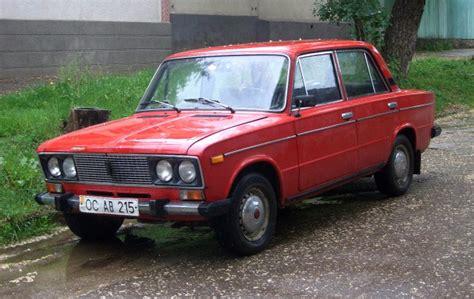 Siberian Husky Puppy Crashes Russian Car Into Mercedes