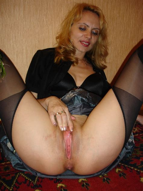 nude moms close up pictures of wet mature slits