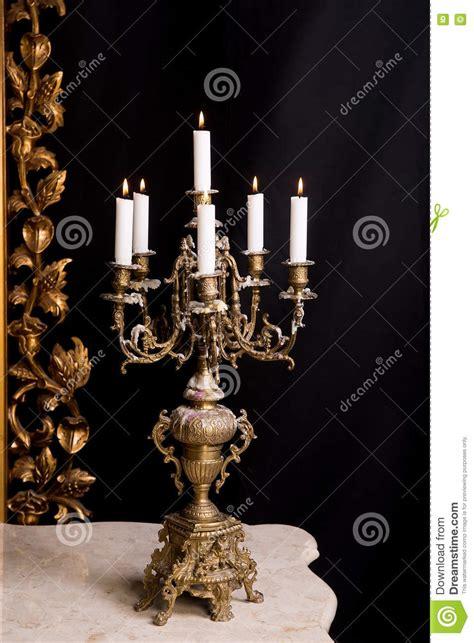 riti con le candele candelabro con le candele retro stile di lusso fotografia